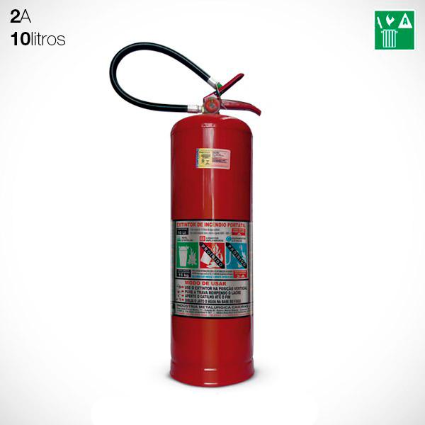 O extintor com água pressurizada combate incêndios Classe A. Disponível na versão 10 e 75 litros, é obrigatório em grande parte das edificações.