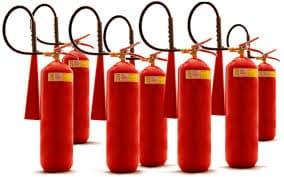Extintor de incêndio vencido é sinônimo de perigo. Por isso, é fundamental assegurar que o equipamento esteja em pleno funcionamento e dentro do prazo de validade.