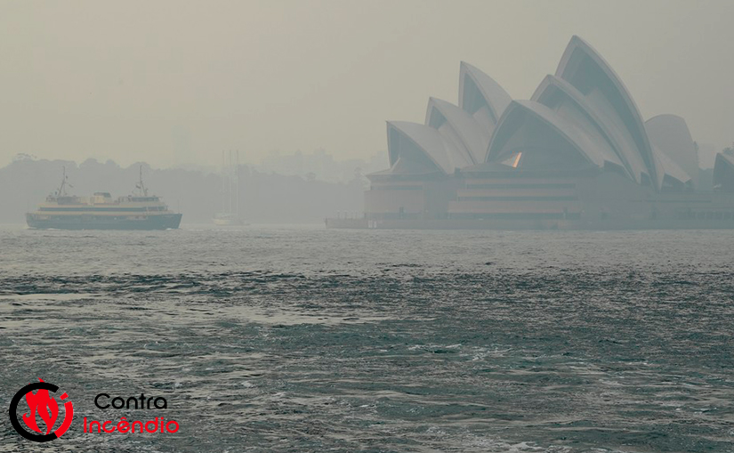Fumaça tóxica de incêndios encobre Sydney